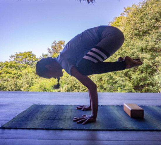 bakasana, hot to do bakasana, crow pose, yoga untuk pemula, yoga lombok, lombok yoga, yoga tutorial, yoga for beginner, yoga untuk perut, yoga for abs, yoga for strength