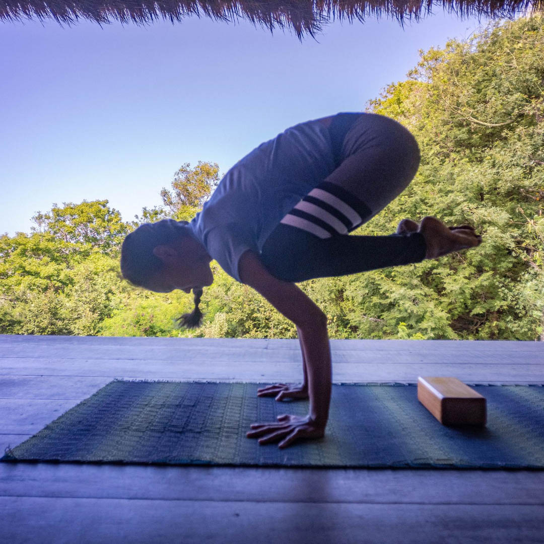 bakasana, hot to do bakasana, crow pose, yoga untuk pemula, yoga lombok, lombok yoga, yoga tutorial, yoga for beginner, yoga untuk perut, yoga for abs, yoga for strength